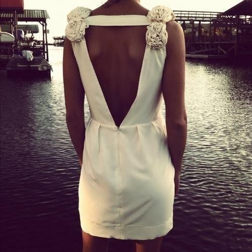 Фото маленькое платье с открытой спиной