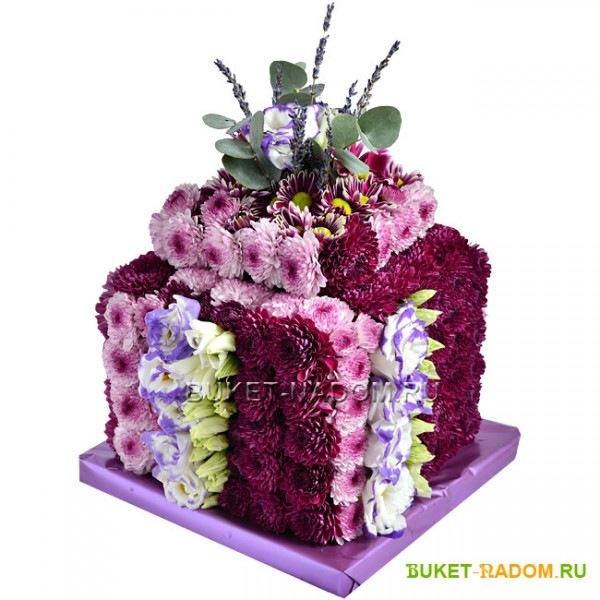 Коробка из живых цветов