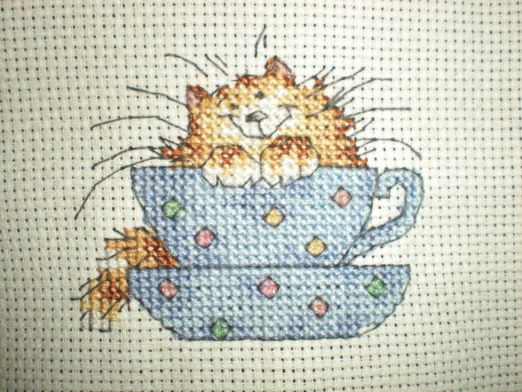 Вышивка крестом кошки в чашках 80