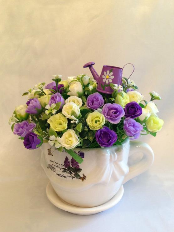Цветочные композиции в чашке