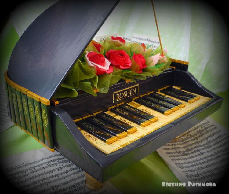 Рояль из конфет пошаговое фото