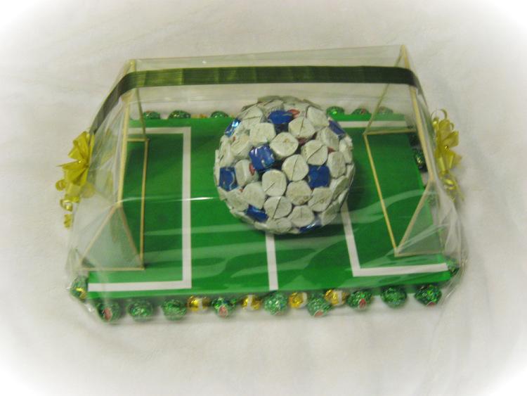 Футбольный мяч из конфет своими руками пошаговое фото для начинающих 68